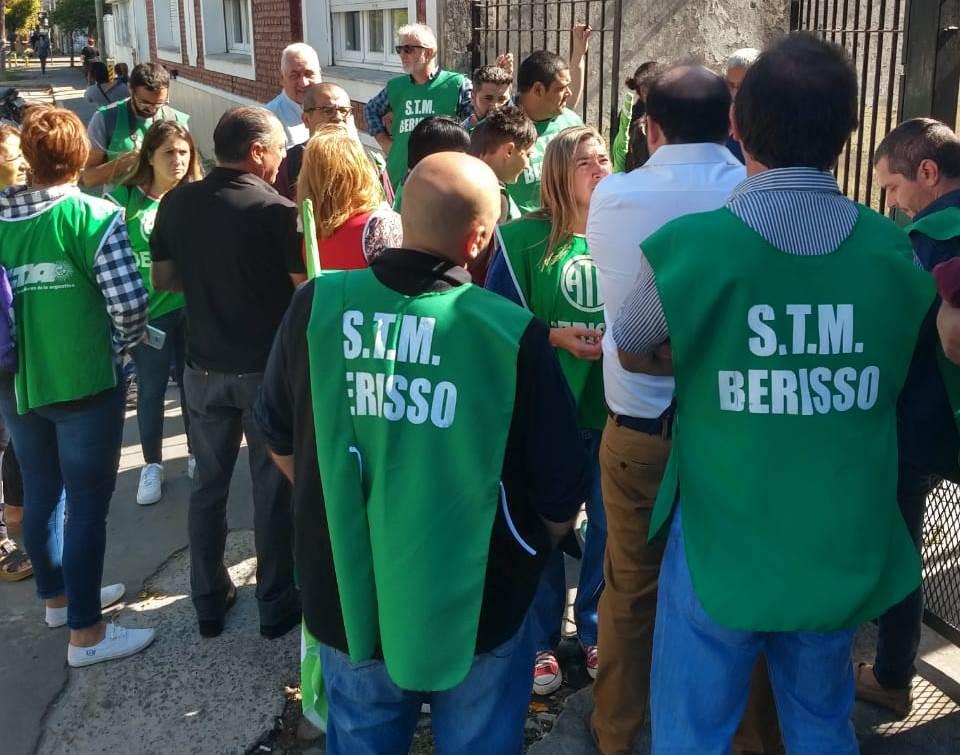 Tras varias horas de reunión, finalmente el Sindicato de Trabajadores Municipales de Berisso llegó a un acuerdo con el Ejecutivo municipal, en el cual se contempla la recomposición salarial 2018 y la paritaria 2019.