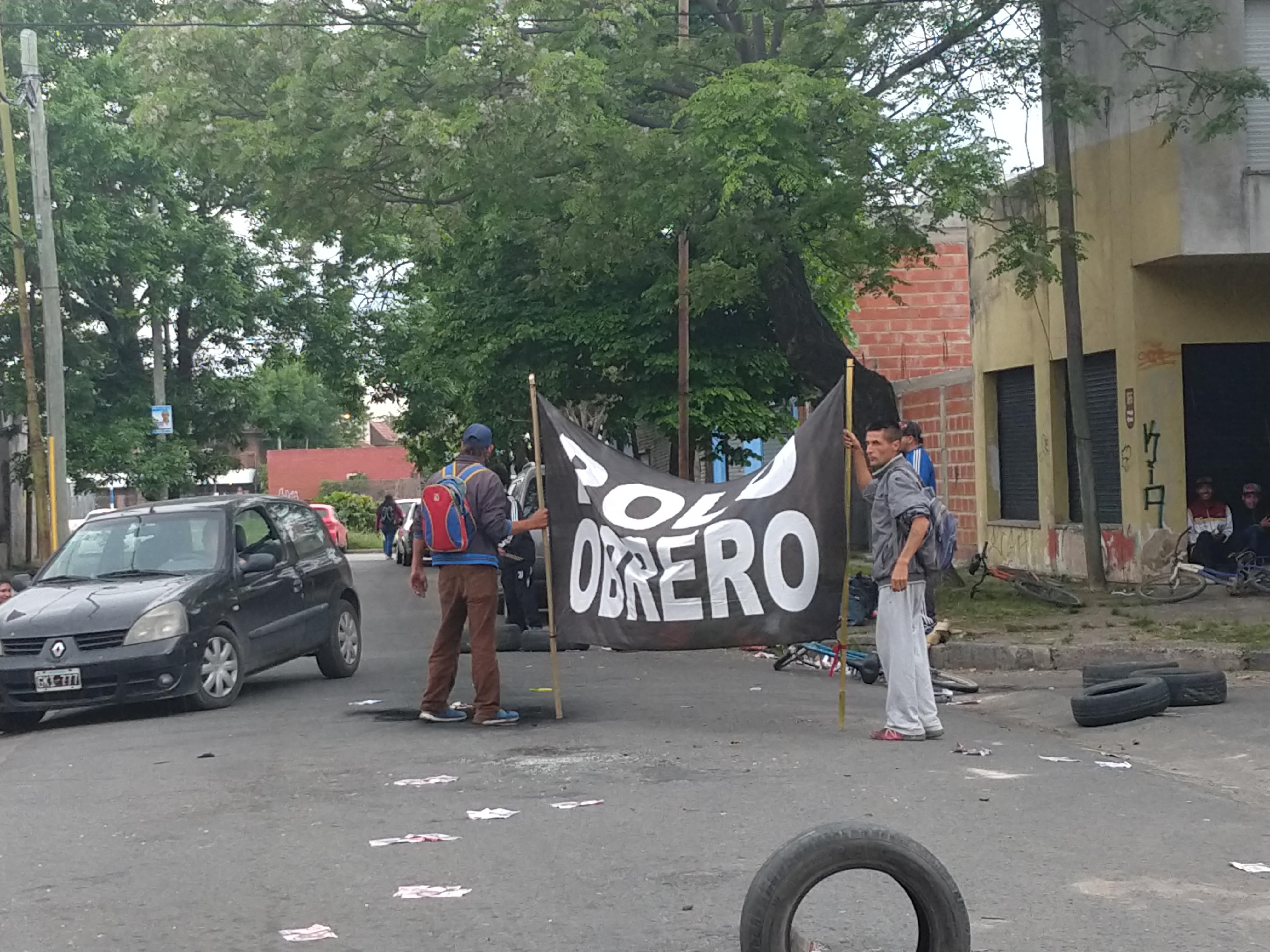 """Protesta del Polo Obrero: """"En cuatro años no han podido siquiera resolver 150 metros de madera de entretecho"""""""