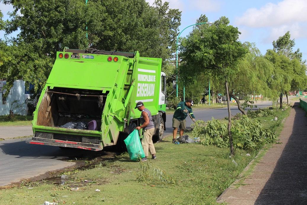 La Municipalidad de Ensenada, con el Intendente Mario Secco a la cabeza, continúa con el operativo de limpieza, prevención y contención ante el fuerte temporal de viento.
