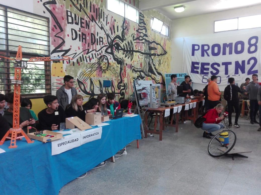 """""""La Escuela se Muestra"""": Jóvenes con incentivo y dedicación"""