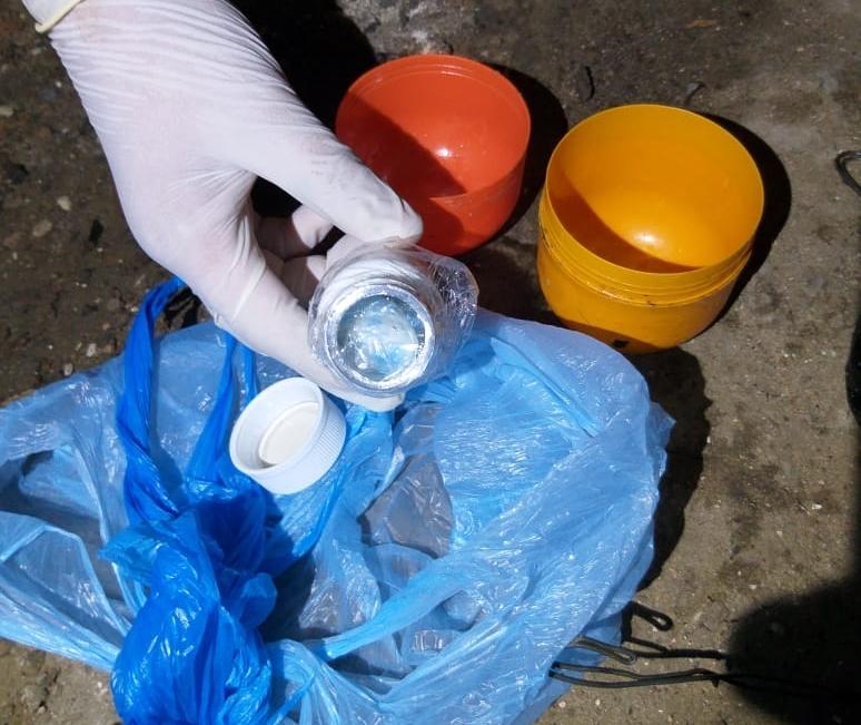 """Un hombre de 30 años, conocido como """"Nico, el Palero"""", fue detenido en la madrugada de este miércoles en una vivienda de Punta Lara, Ensenada, acusado de vender cocaína al menudeo."""