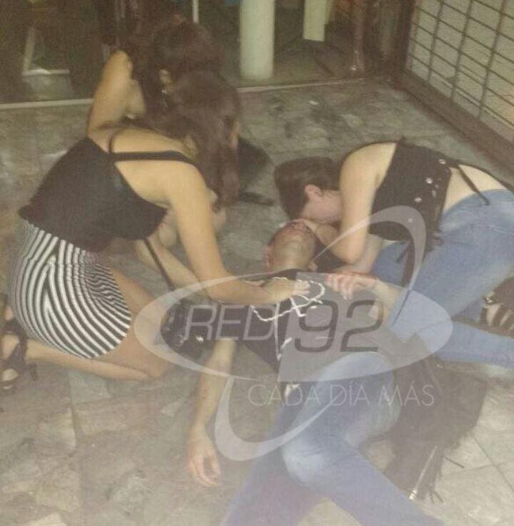 Tres jóvenes berissenses fueron agredidos brutalmente en la madrugada del sábado por un grupo de más de 20 menores en las puertas de la Galería San Martín, ubicada en Avenida entre  50 y 51 de la vecina ciudad de La Plata.