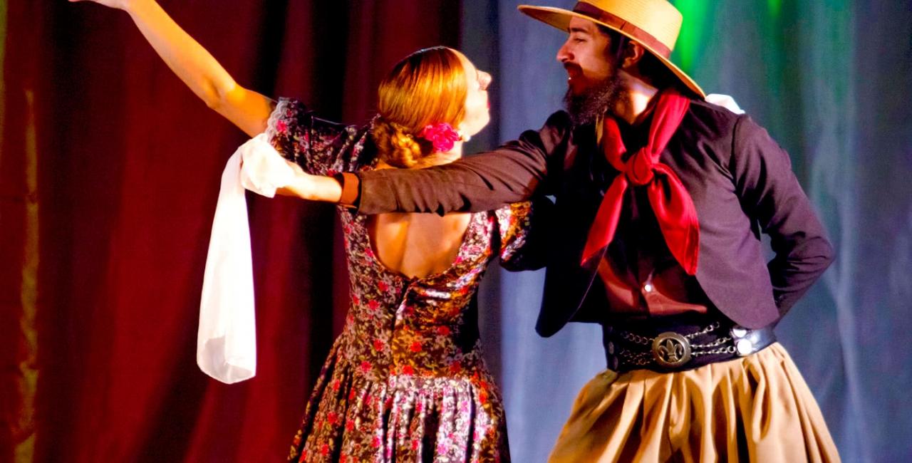 """El Centro Cultural y Político """"Juanjo Bajcic"""", junto a la compañía de danzas folklóricas """"La Cautiva"""", convoca a todas las personas que quieran participar del taller de danzas folklóricas, de todas las edades con o sin conocimientos previos."""