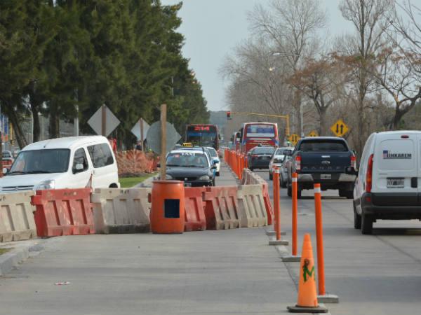 La Dirección de Seguridad Vial de la Municipalidad de Berisso informó que debido a las obras que realiza la empresa YPF, desde la tarde de este jueves, la Avenida del Petróleo, mano a La Plata, permanecerá cortada a la altura del semáforo de Cabecera La Plata.
