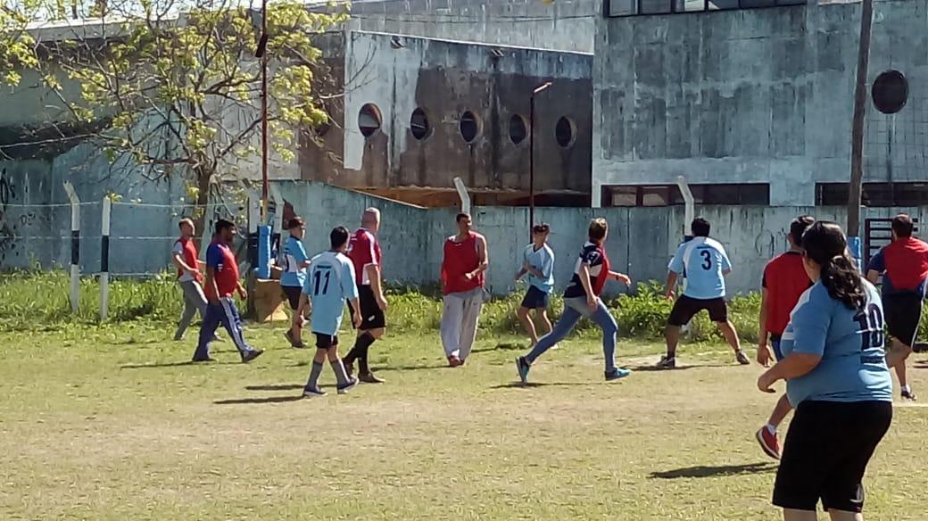 Este sábado se llevó a cabo un partido por la integración. Dicha iniciativa fue impulsada por el club Deportivo Gimnasista y apoyada por la liga LISFI, contando con la participación de los chicos de Amigos de Corazón.