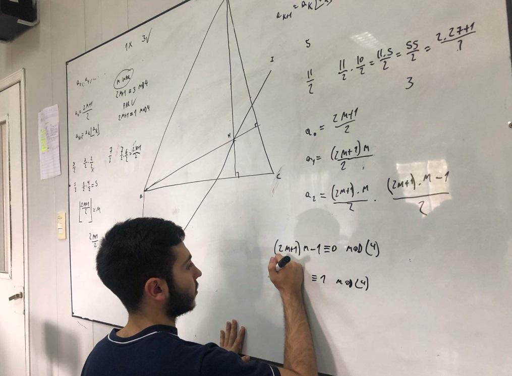 Joaquín Inama, un joven de 17 años oriundo de la ciudad de Berisso y alumno de la Escuela René Favaloro del Club de Gimnasia y Esgrima La Plata, fue seleccionado para ser el representante argentino en la Olimpiada Iberoamericana de Matemática, a realizarse del 12 a 19 de septiembre en Guanajuato, México.
