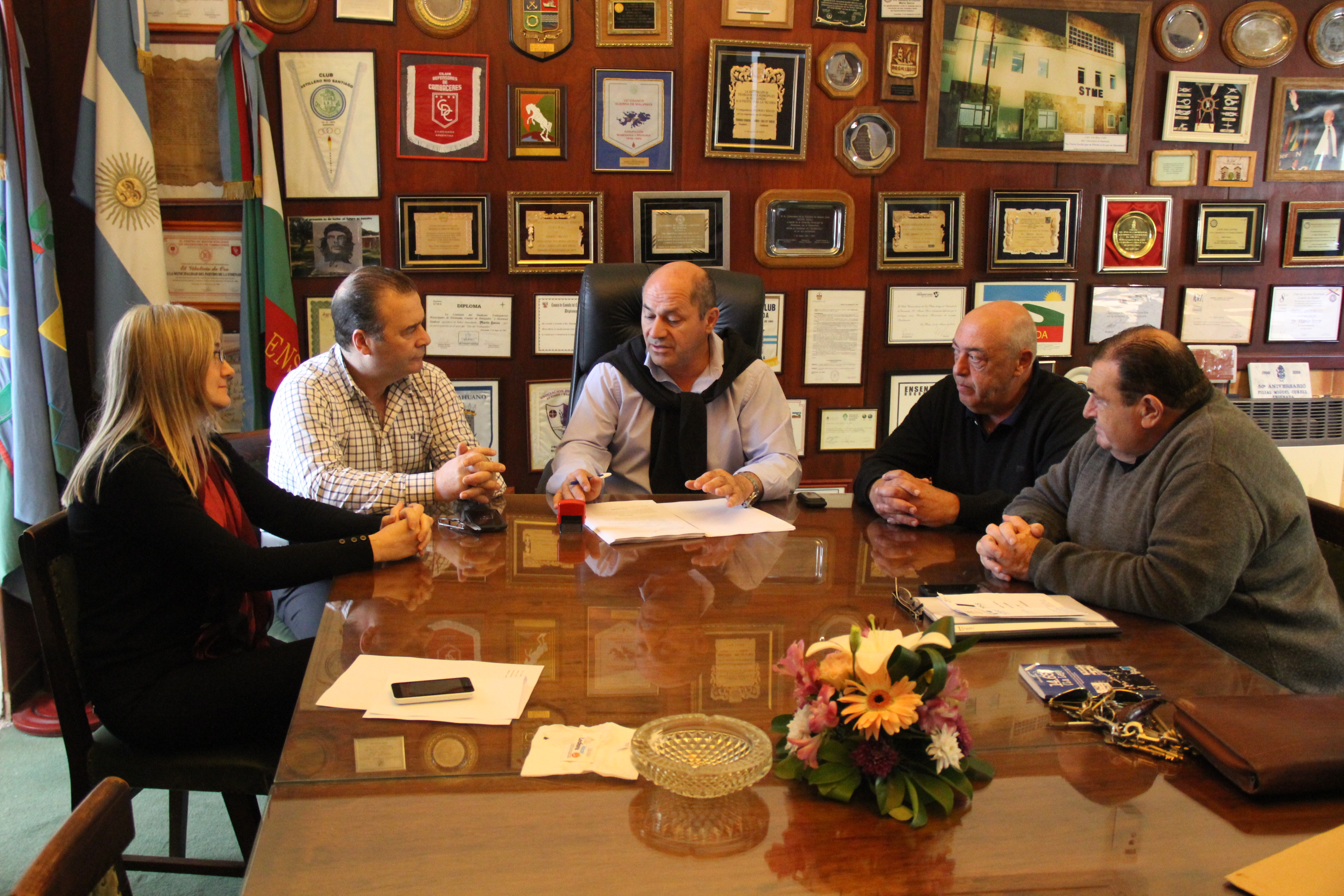 El intendente de Ensenada, Mario Secco, y el secretario general del Sindicato de Trabajadores Municipales y del Hospital Horacio Cestino (STME) firmaron el primer Convenio Colectivo de Trabajo.