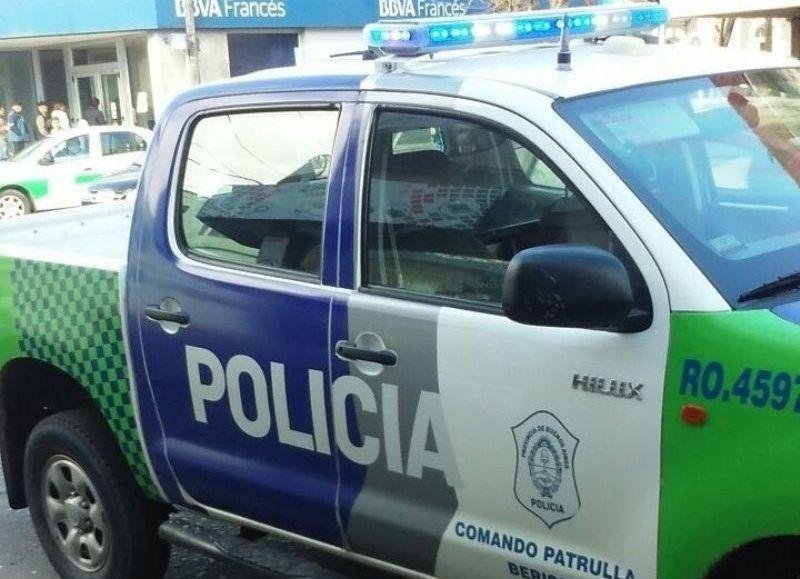 En la madrugada de este lunes, personal del Comando Patrulla procedió a la aprehensión de dos sujetos por ingresar a robar a una vivienda.