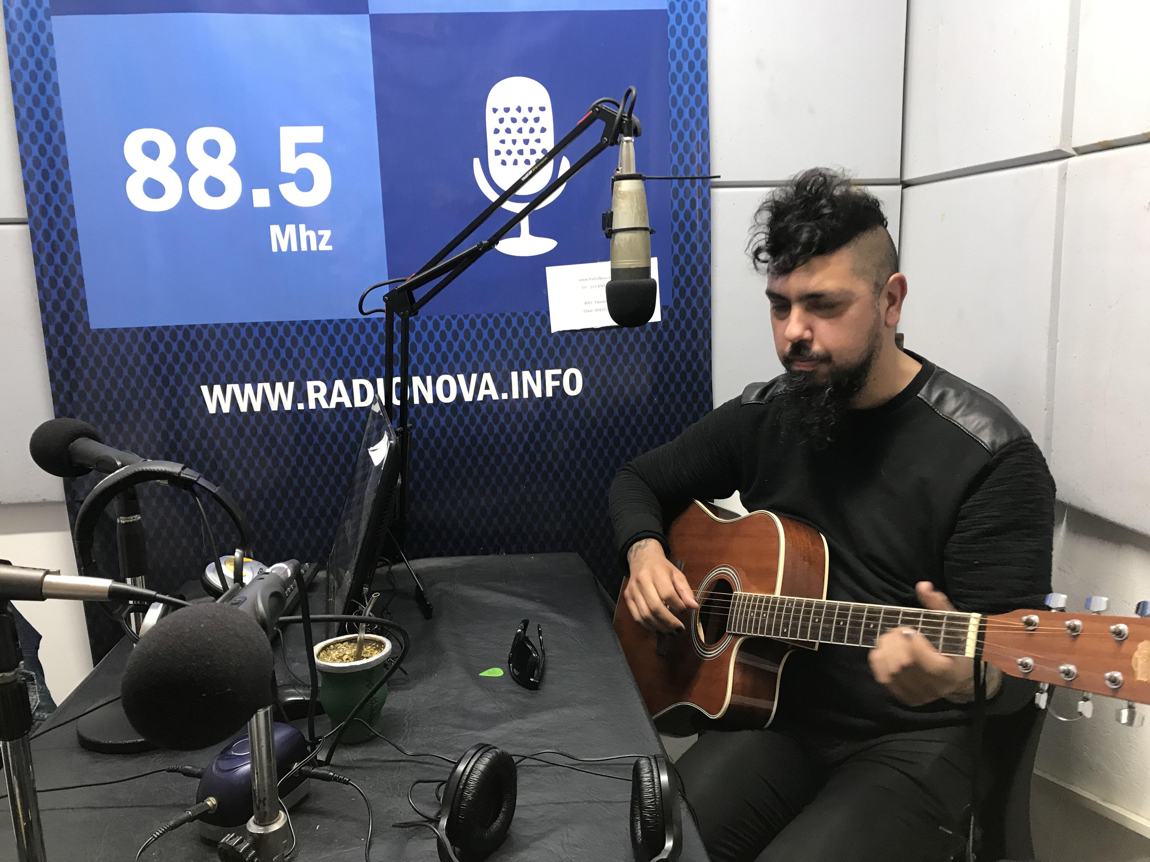El artista Fernando Menvielle presentó Almamosca en el aire de BerissoCiudad en Radio por Cadena Radial NOVA 88.5.
