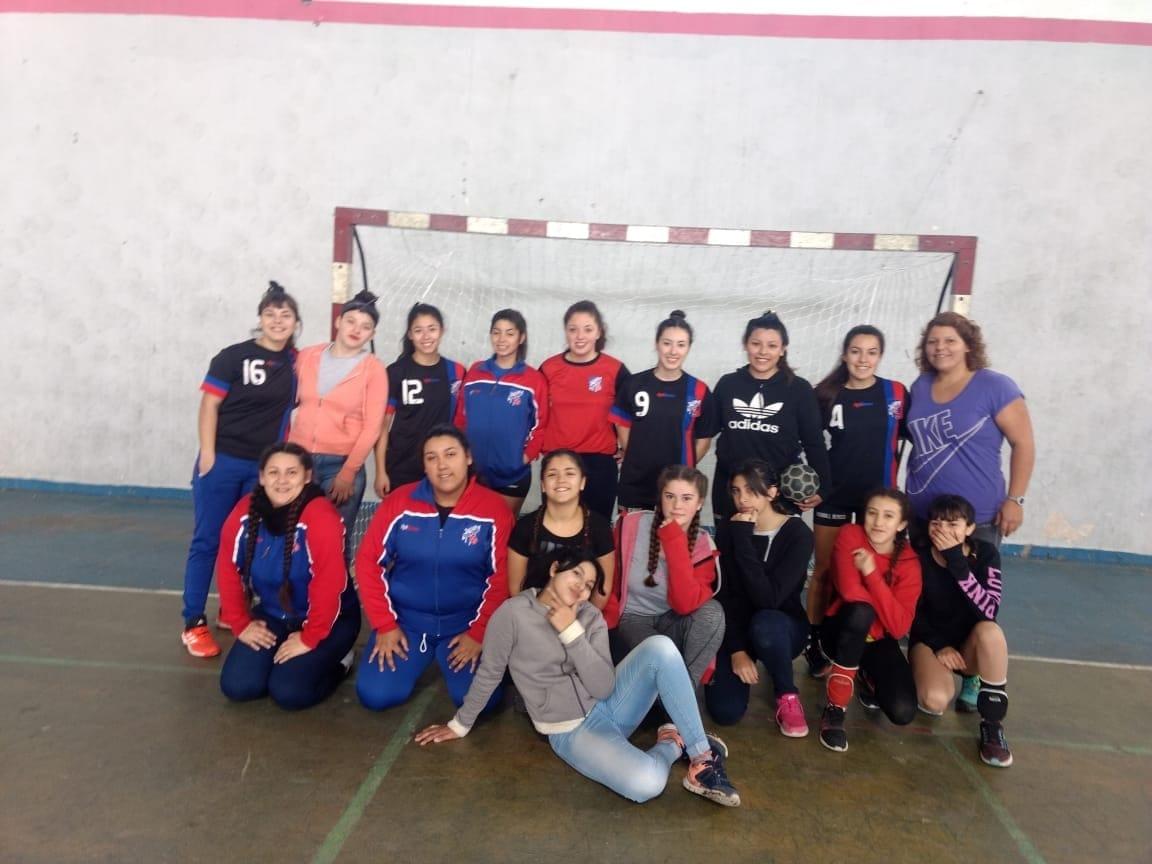 La Dirección de Deportes de la Municipalidad de Berisso informó que el pasado sábado se llevó a cabo una jornada amistosa en las instalaciones del Gimnasio Municipal, donde las categorías femeninas de Berisso Handball se enfrentaron a Salesianos y Villa Elisa.
