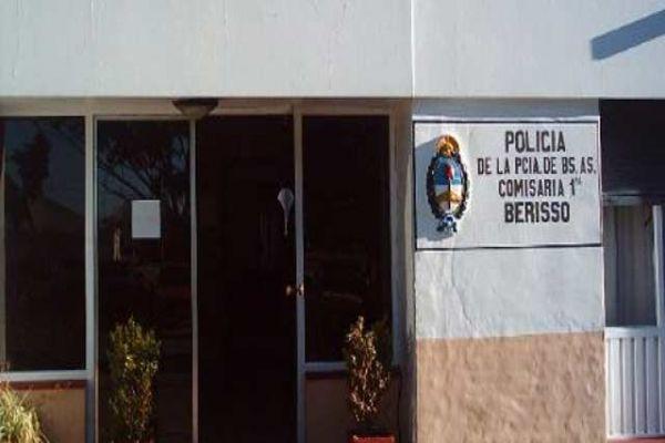 Personal del Comando Patrulla Berisso fue alertado vía 911 sobre una intrusión en un domicilio de 18 entre 148 y 149, minutos antes de las 4 de la madrugada de este martes.