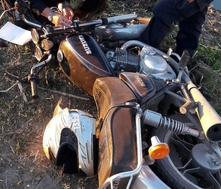 Alrededor de las 7.45 de la mañana de este miércoles, un hombre de 54 años que circulaba en su motocicleta por la Avenida Juan  Domingo Perón fue embestido por un automóvil a 200 metros de la avenida Montevideo, hacia el lado de La Plata.