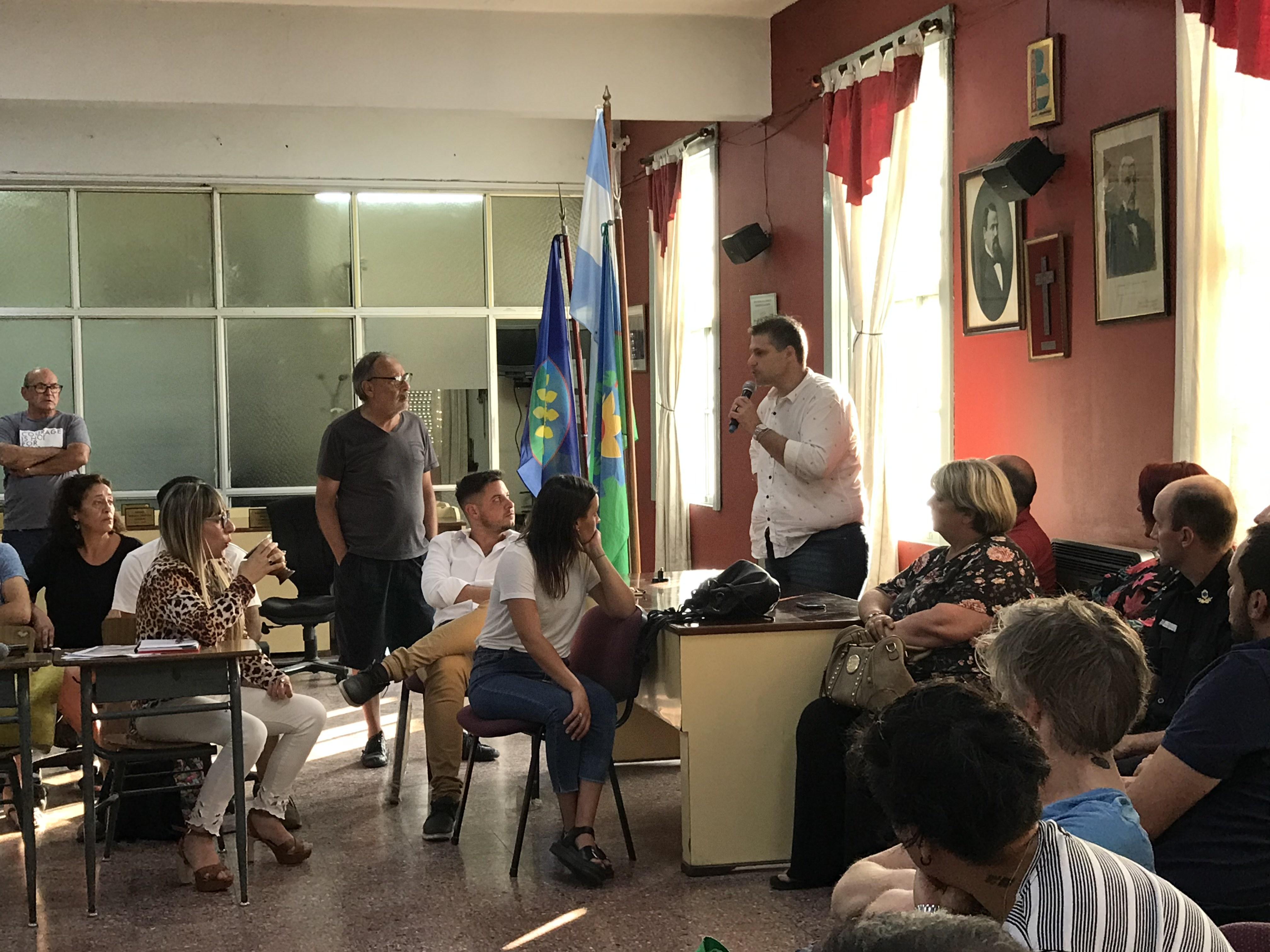 Reunión por nocturnidad: Jóvenes con proyectos y vecinos con disgustos
