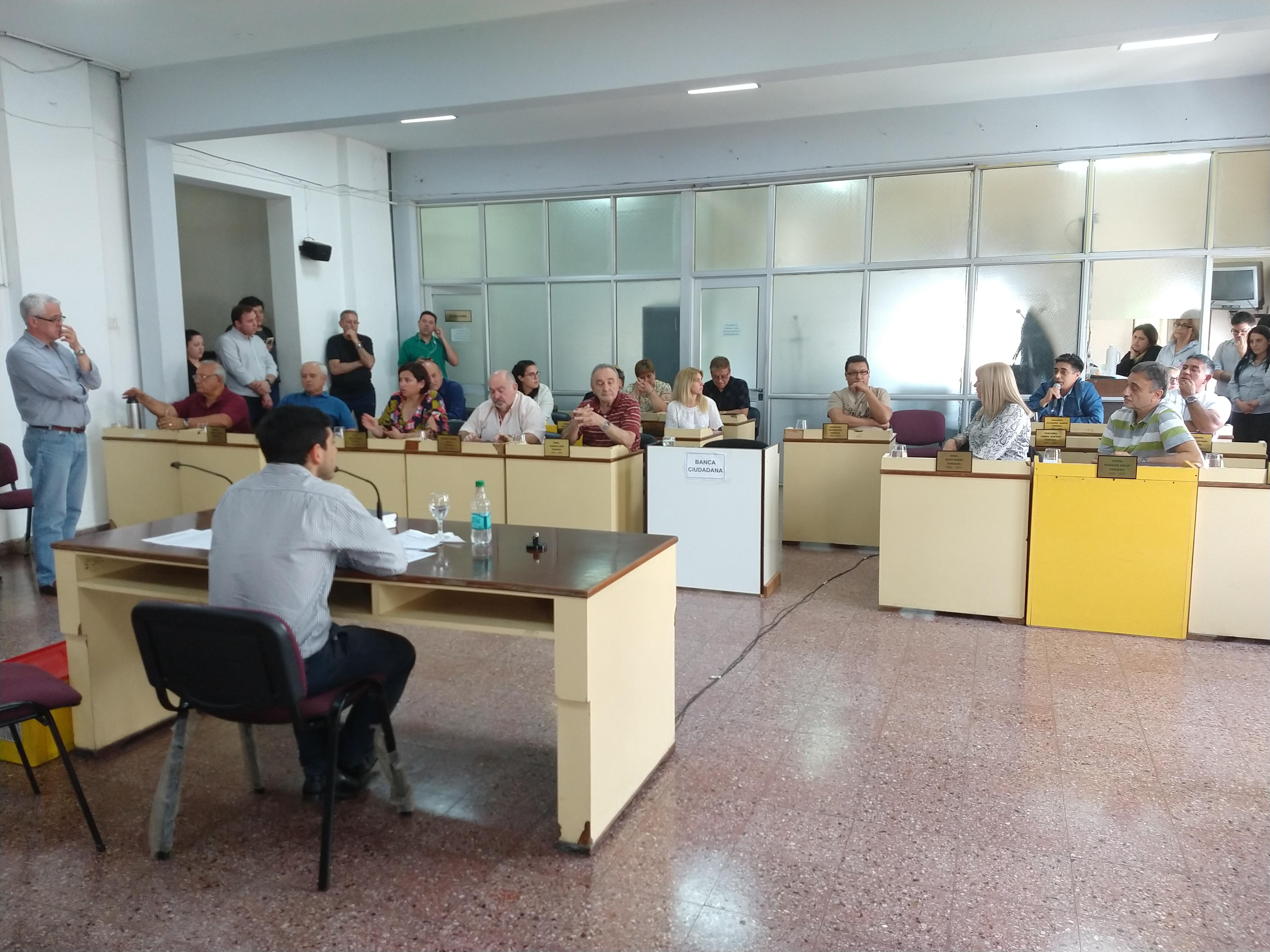 Sesión sin resquemores: Aumento de taxis y declaración de déficit habitacional