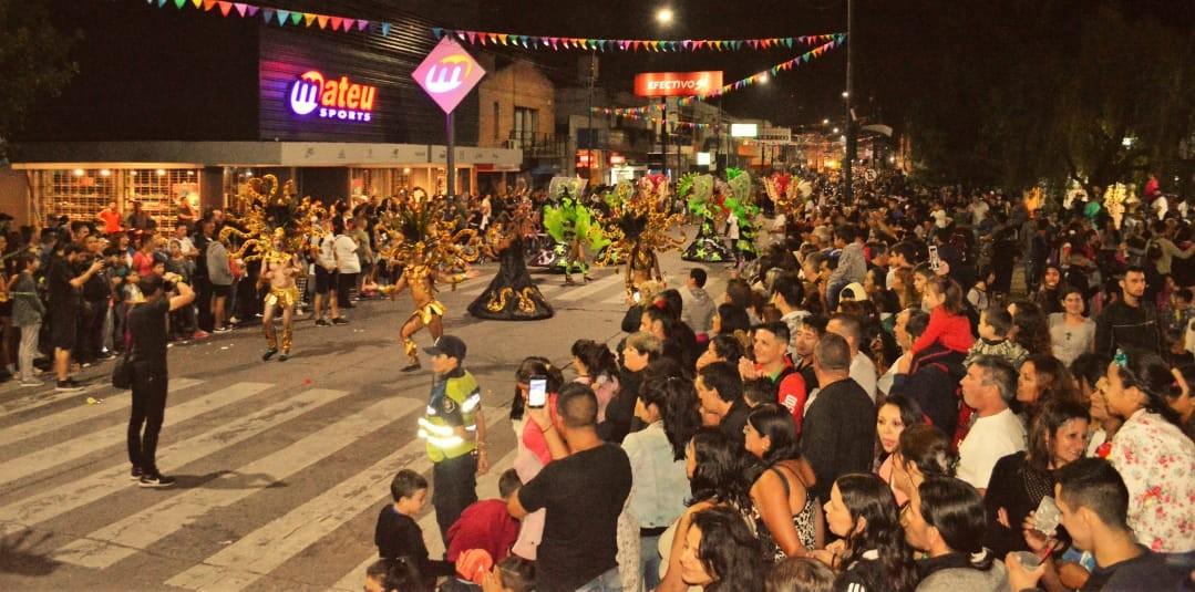 Después de varios años, volvieron a realizarse los corsos en la ciudad de Berisso. En la noche del sábado se vivió la primera noche de festivales con un gran marco de público y un ambiente familiar.