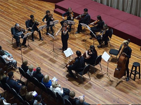 Este jueves 22 de agosto, a las 19.30 horas, en el Club Español de La Plata (calle 6 y 54), se presentará el ensamble de percusión a cargo de Rodrigo Bernier donde interpretarán un variado repertorio de música clásica y popular.