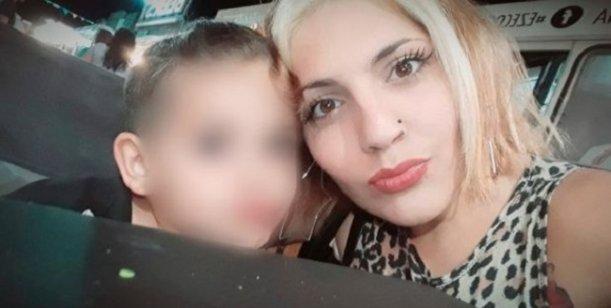 Un joven con antecedentes penales y psiquiátricos fue detenido por el asesinato de Nadia Ferraresi, una peluquera de 25 años, quien fue apuñalada delante de su hijo de 4 años en una casa de la ciudad de Ensenada, y la justicia investiga si el hecho está vinculado a un crimen por encargo, como lo sospecha la familia de la víctima, o si fue como consecuencia de un robo o un intento de violación.