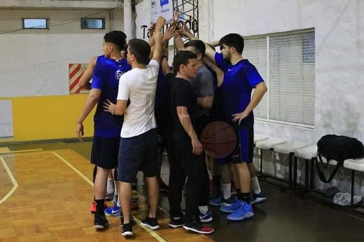 Luego de arduos trabajos para dejar en mejores condiciones el gimnasio de calle 13, como se ha acostumbrado en los últimos años, se inicia la actividad basquetbolística en el CEyE.