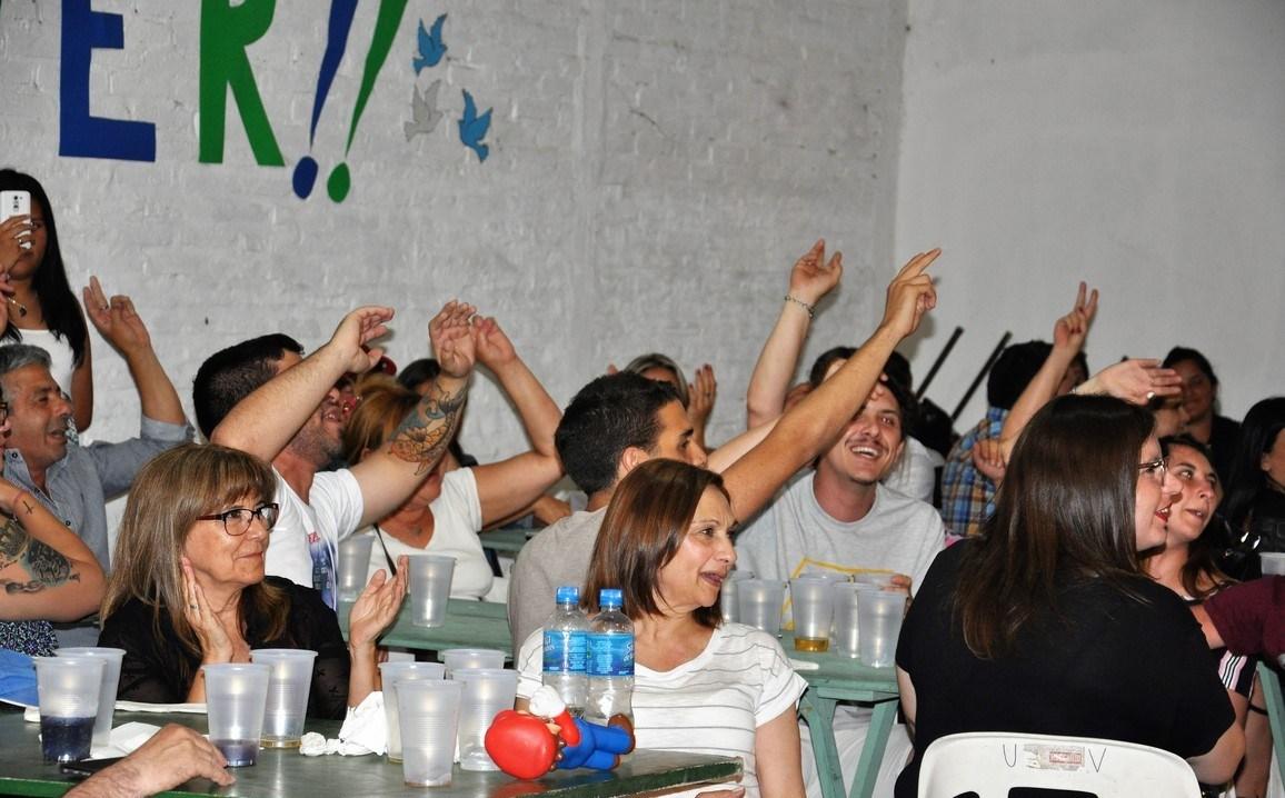 """El Centro Cultural y Político """"Juanjo Bajcic"""" invita a la """"Gran Peña de la Revolución de Mayo"""" que se realizará el próximo viernes 25 de mayo en las instalaciones del Club La Estancia, ubicado en calle 14 entre Avenida Montevideo y 168 a partir de las 20 horas."""