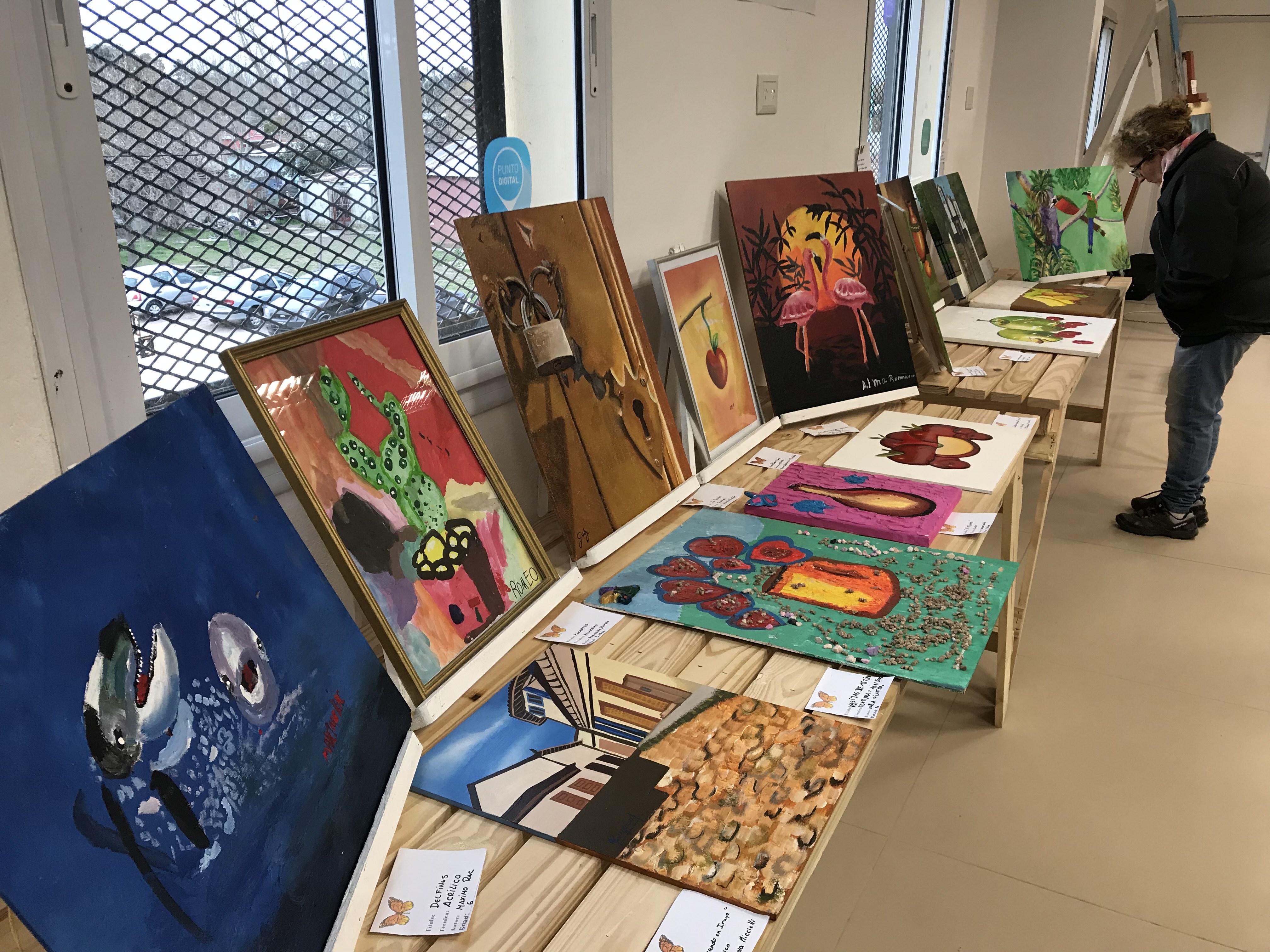 Este viernes 6 de septiembre se llevó a cabo la primera muestra cultural y artística en el Centro Papa Francisco anclado en el corazón del tradicional barrio El Carmen de Berisso.