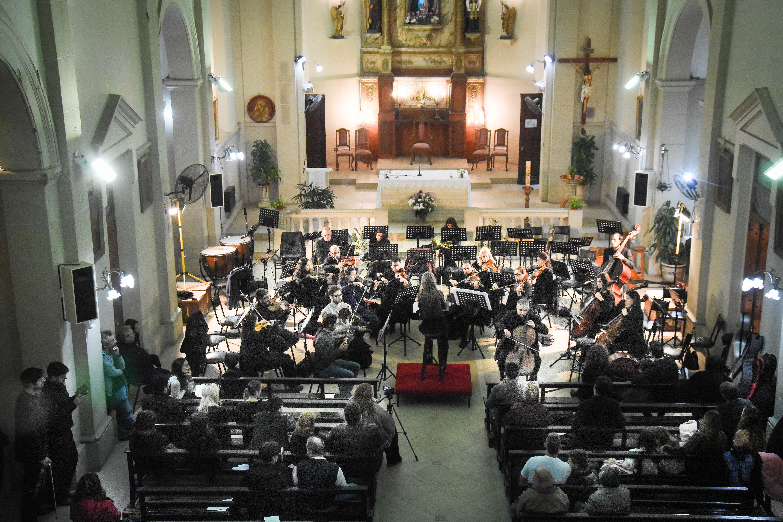 En el marco de los festejos Patronales por María Auxiliadora, la Orquesta Sinfónica Municipal se presentó en horas de la noche del lunes en la iglesia ubicada en calle 10 entre 166 y Avenida Montevideo.