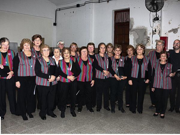 Luego de la exitosa presentación del último fin de semana en la EPN° 1 los coros de la Dirección de Cultura que dirige Sergio Mola ofrecerán conciertos en distintos lugares de la región.