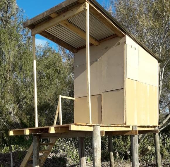 Con materiales donados, construyeron refugio en La Balandra