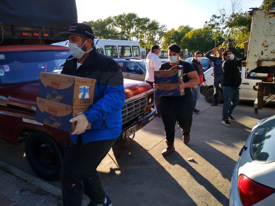 Berisso Rugby Club colaboró con la distribución de bolsones del SAE