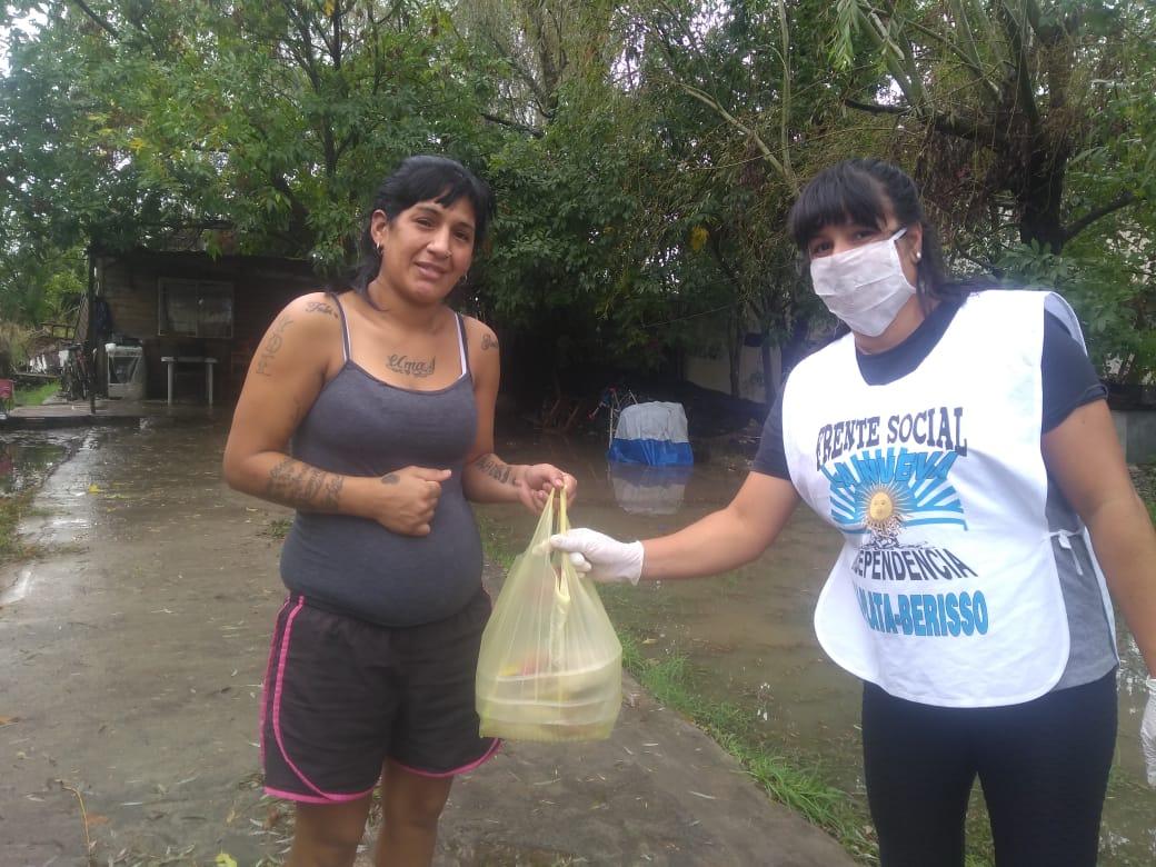 """""""Rayito de Luz"""": Viandas y mercadería para cien abuelos del barrio"""