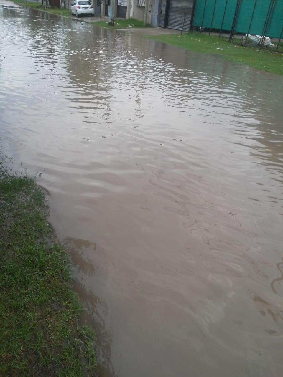 """Cuarentena frente al """"río"""" en calle 11 y 149 norte"""