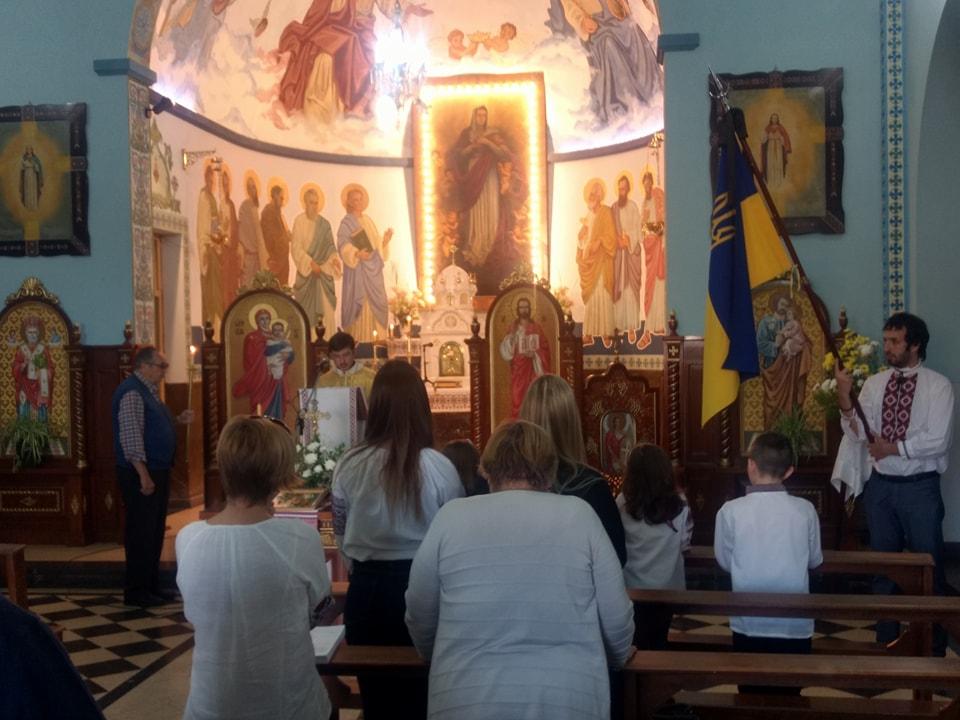 El pasado sábado se llevó a cabo la misa y responso en honor a las víctimas del Holodomor en la Iglesia Nuestra Señora de la Asunción de Berisso, la cual fue oficiada por el padre Marcelo Klekailo.