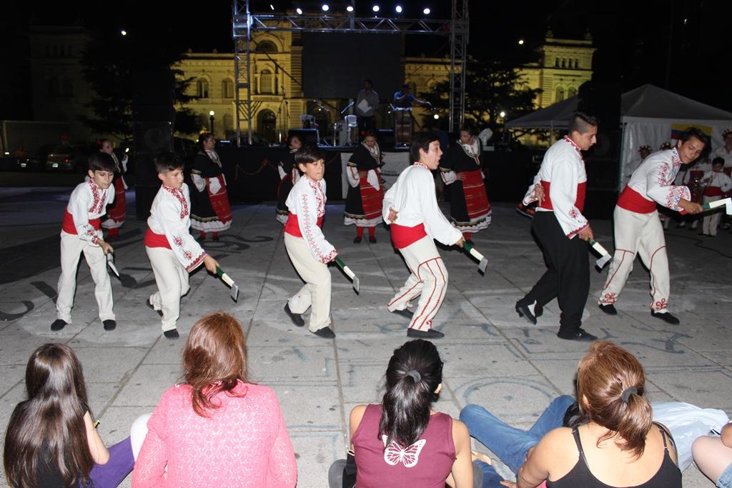 Este jueves y viernes, en Plaza Moreno de la ciudad de La Plata se realizó la Fiesta de la Velitas, tradicional celebración colombiana.