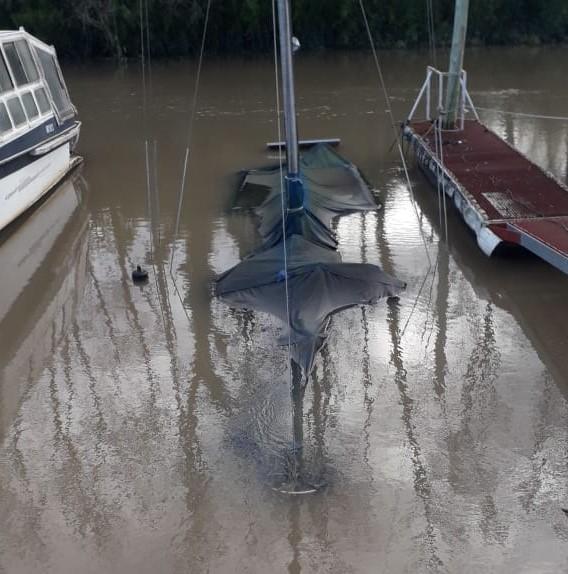 """Por falta de mantenimiento, se hundió una embarcación en """"Marina del Sur"""""""