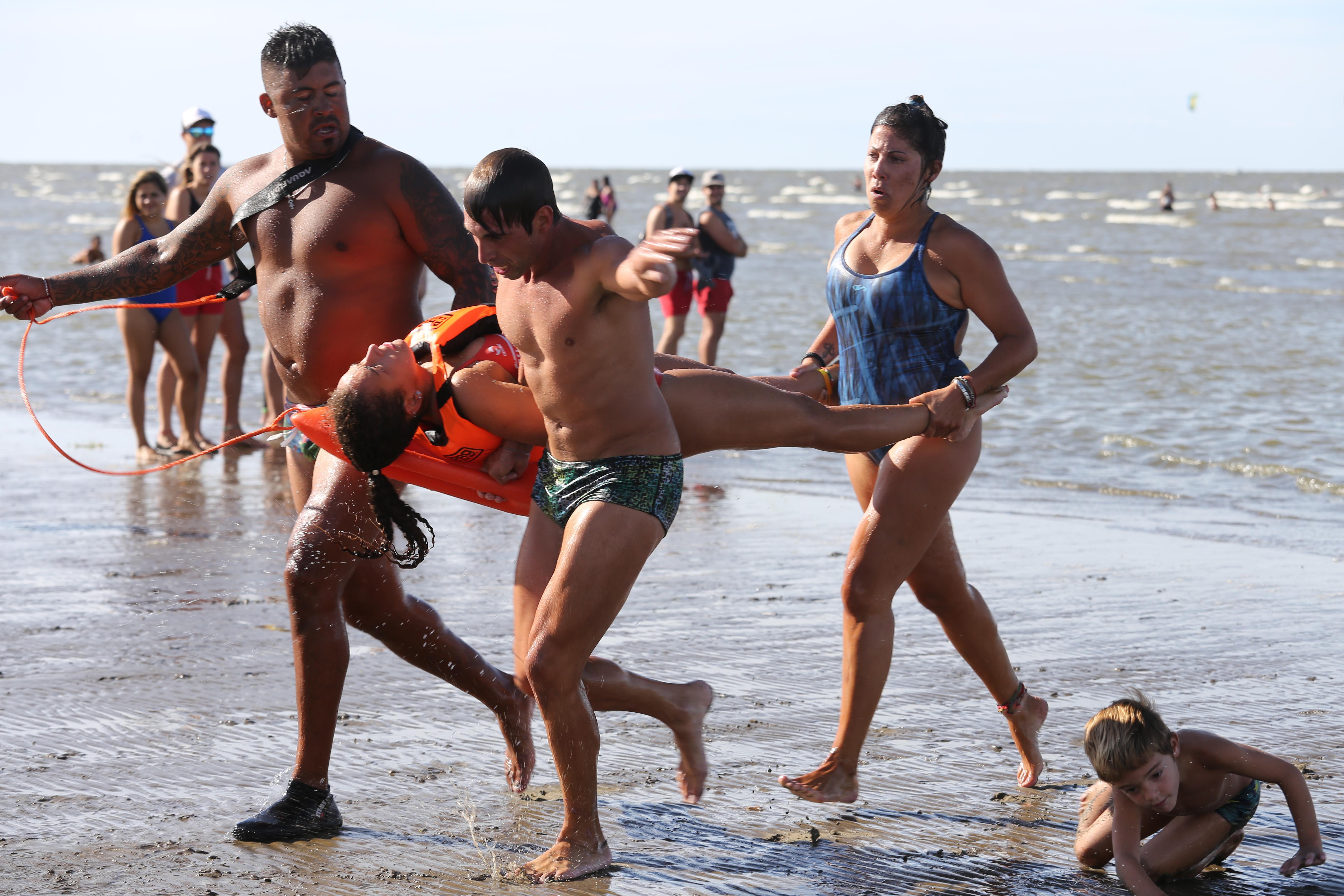 Con una gran participación de rescatistas de distintos distritos, se desarrolló una nueva Competencia de Rescate en la playa del Mirador Néstor Kirchner de Punta Lara.