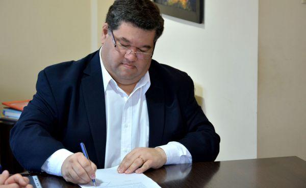 Luego del anuncio realizado por el Sindicato de Trabajadores municipales de nuestra ciudad, en torno a la retención de tareas por 72 horas, desde el Ejecutivo que lidera Jorge Nedela suspendieron las negociaciones para lograr un acuerdo salarial.