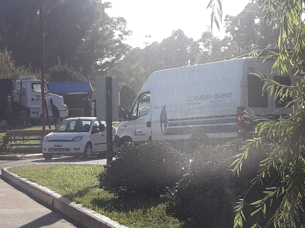 La empresa YPF informó que debido a un corte en el suministro de gas natural, se efectuó la detención de plantas y unidades en el Complejo Industrial La Plata.