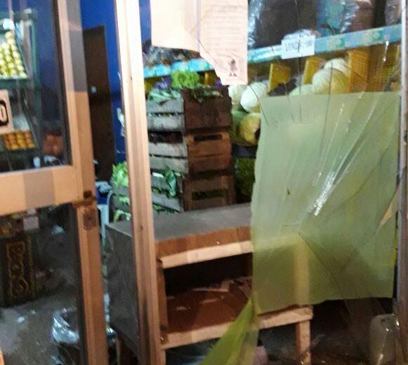 Personal del Comando Patrulla Berisso procedió este miércoles a la aprehensión de un sujeto de 17 años por romper los vidrios de un comercio.