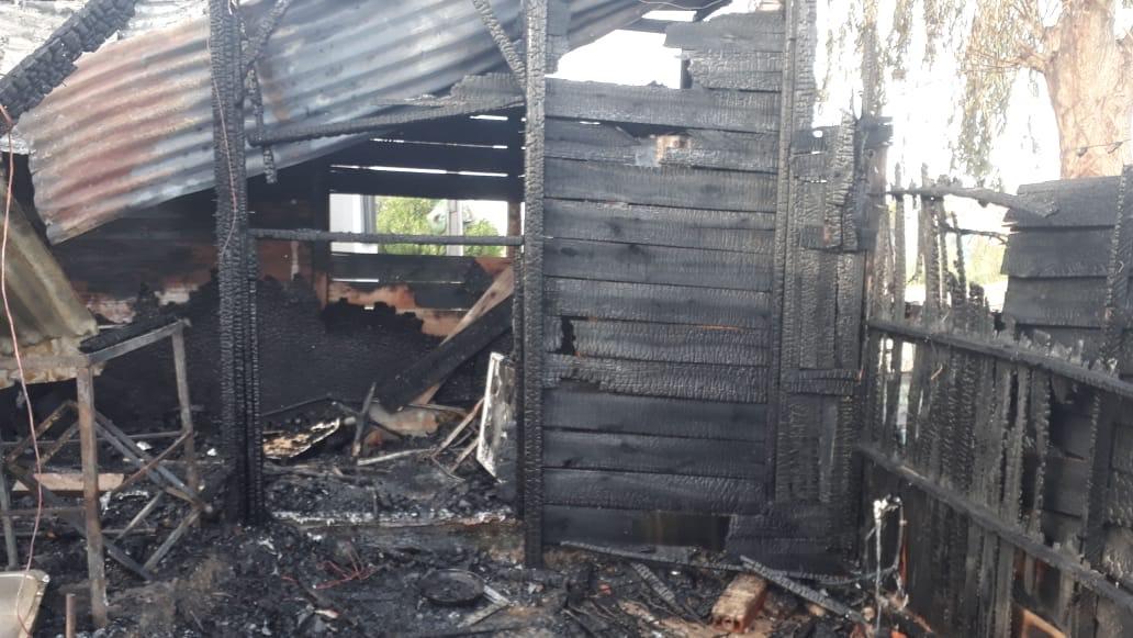 Tras el incendio de su vivienda, una mamá y su hijo necesitan ayuda