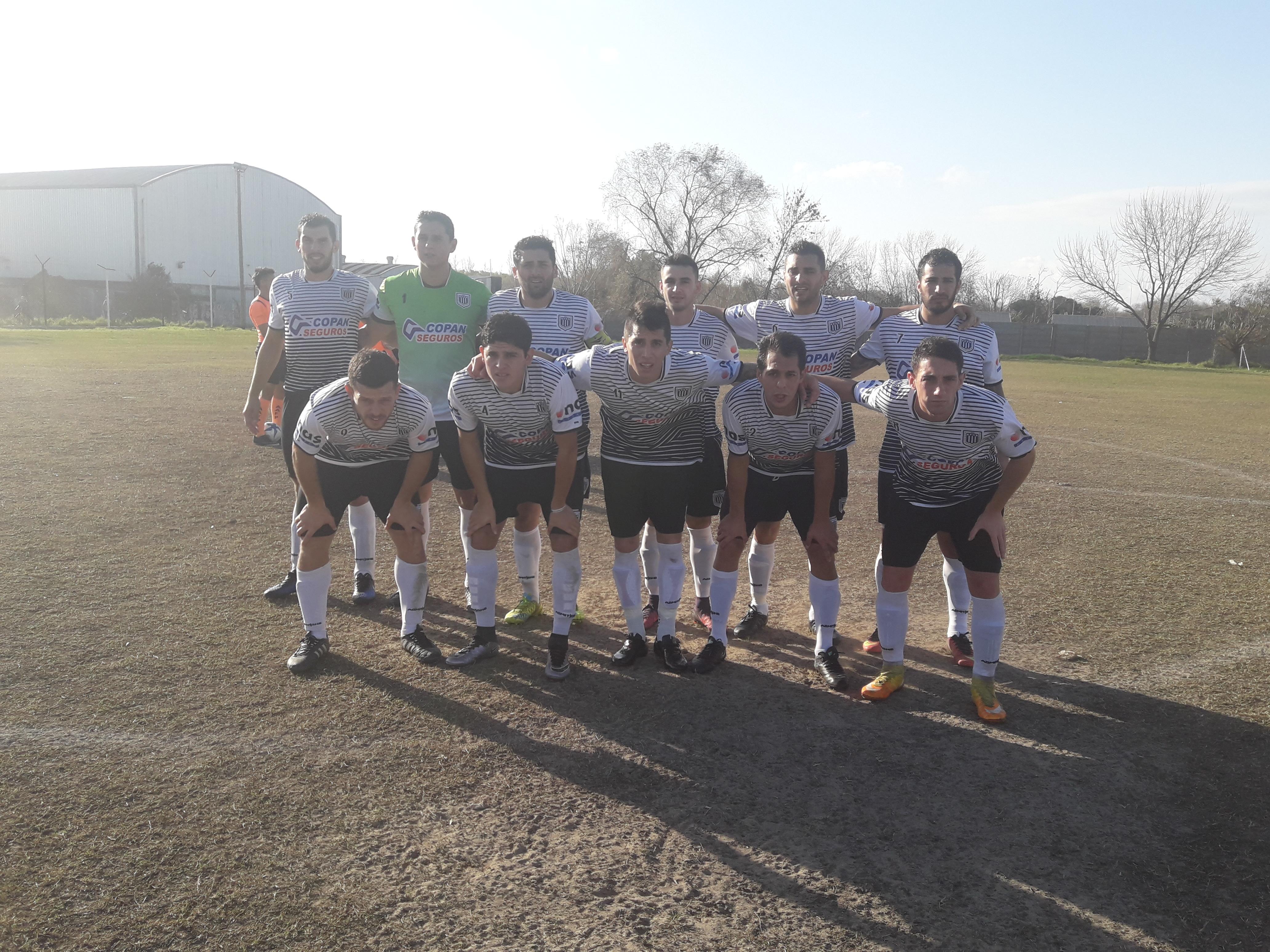 Estrella goleó en su cancha 4-2 a La Plata Fútbol Club en un entretenido partido y bajo un intenso viento. Los goles de La Cebra fueron de Leguiza, Valdez y Serrano en dos oportunidades.