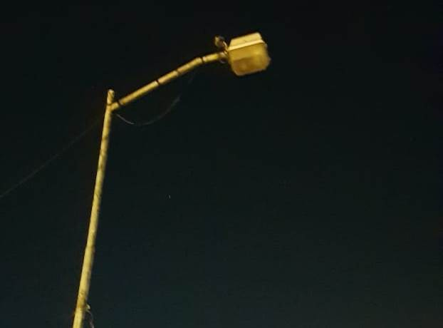 Vecinos del Manzana 11 frente a la 10 del Barrio Obrero reclaman por falta de reposición de luminarias en la zona, que tiene como consecuencia el aumento de hechos delictivos en la zona.