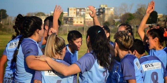 Tras una intensa batalla, las chicas del equipo de fútbol femenino de Villa San Carlos disputarán el torneo de la Primera A.