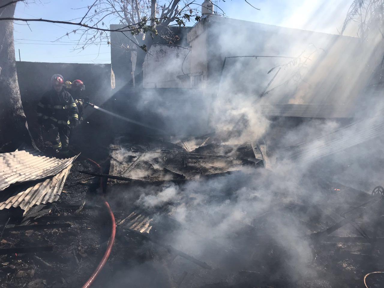 Este miércoles, en horas de la mañana, se produjo un incendio en un galpón de la calle 13 entre 159 y 160.