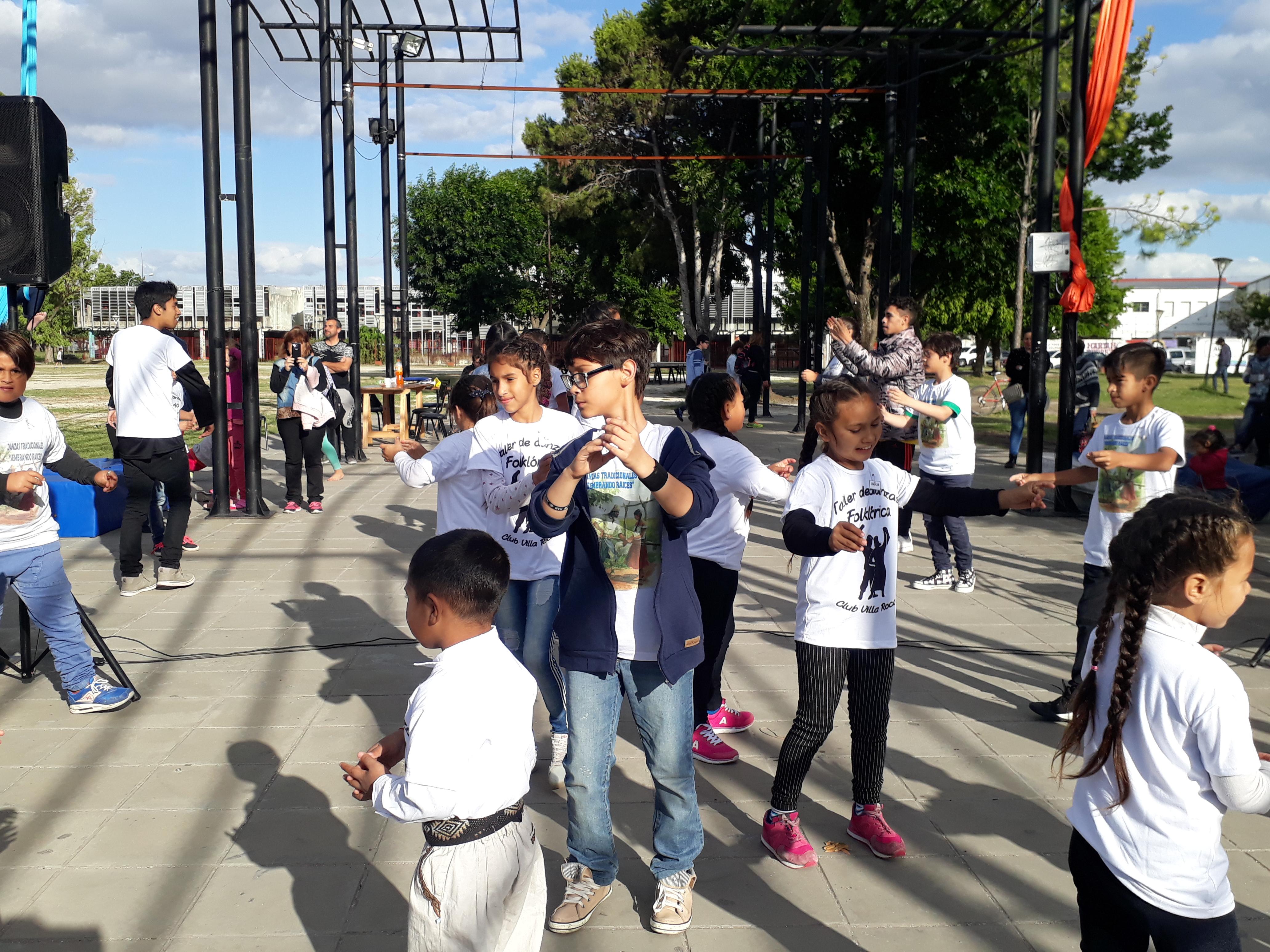 La Dirección de Cultura de la Municipalidad de Berisso realizó la muestra anual estática y dinámica en Casa de Cultura y en el Parque Cívico que contó con una importante cantidad de alumnos, docentes y público en general.