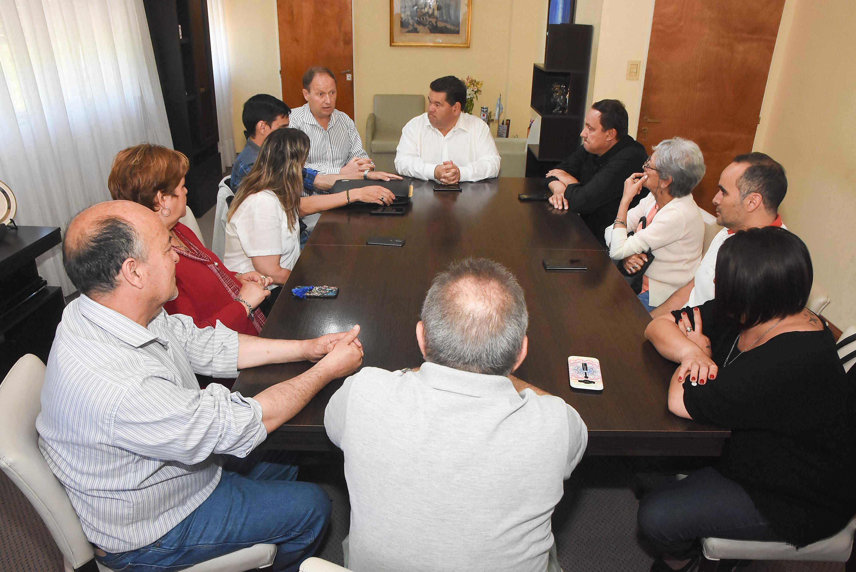 En la mañana de este miércoles, el intendente Jorge Nedela recibió en su despacho a integrantes del recientemente conformado Foro Municipal de Seguridad de Berisso, con la finalidad de tratar temas referidos a su funcionamiento y al de los Foros Vecinales.