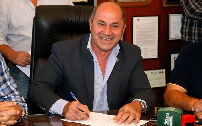 El intendente de Ensenada, Mario Secco, anunció un aumento del 30 % al básico y al conformado para los trabajadores municipales.