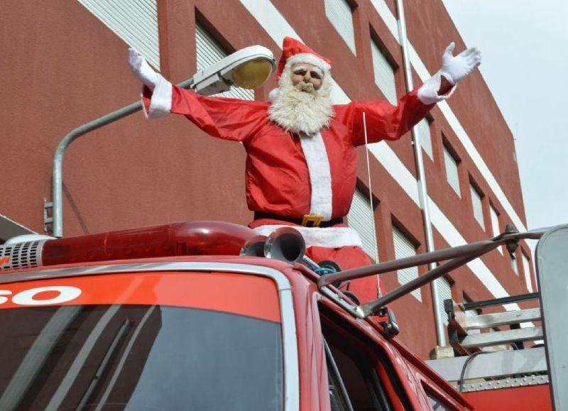 Bomberos y Papá Noel unen fuerzas: Comienza la campaña para juntar caramelos