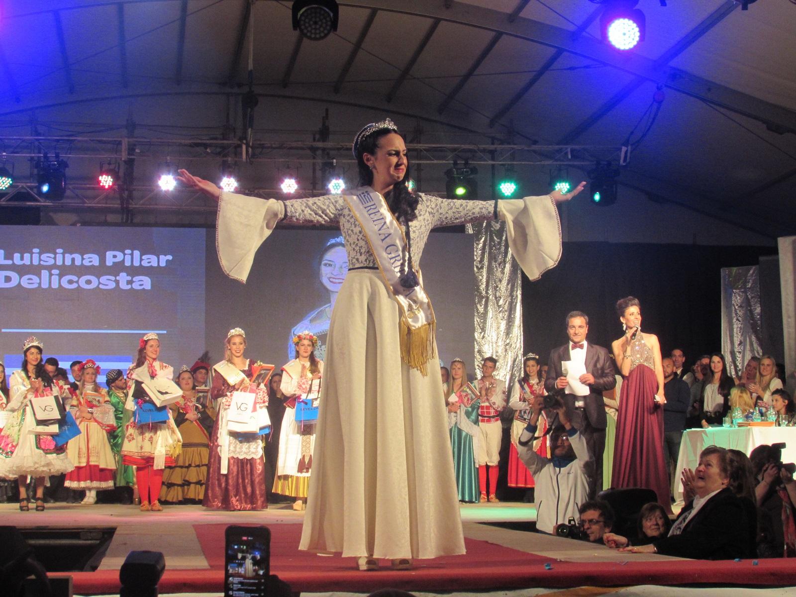 La nueva Reina Provincial del Inmigrante es  Luisina Pilar Delicostas, quien pertenece a la colectividad griega . Además, en la madrugada de este domingo fueron elegidas segunda princesa Luciana María Dietz  de la colectividad alemana y como primera princesa, de la colectividad lituana, Melina Natalia Radziunas.