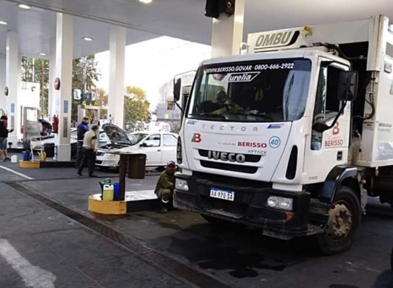 En diálogo con BerissoCiudad, el secretario general del SUPeH Berisso, Miguel Pujol, denunció -reiterando su rechazo al cobro de la Tasa Vial- que camiones de la Delegación Zona I cargan combustible en la ciudad vecina de La Plata.