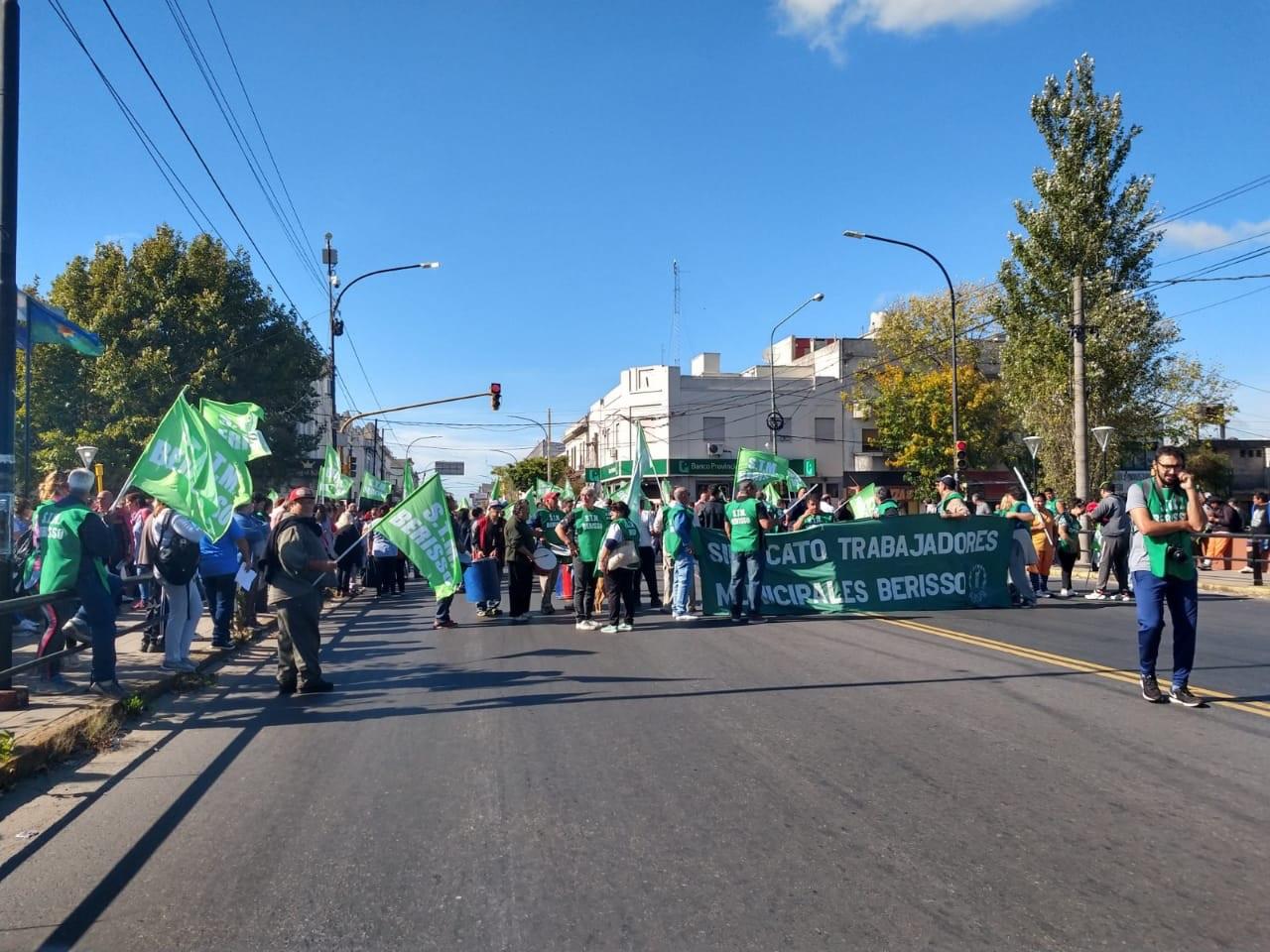 Tras la reunión entablada este miércoles entre autoridades sindicales junto con delegados y el Ejecutivo municipal, pasado el mediodía tenía lugar un cuarto intermedio.
