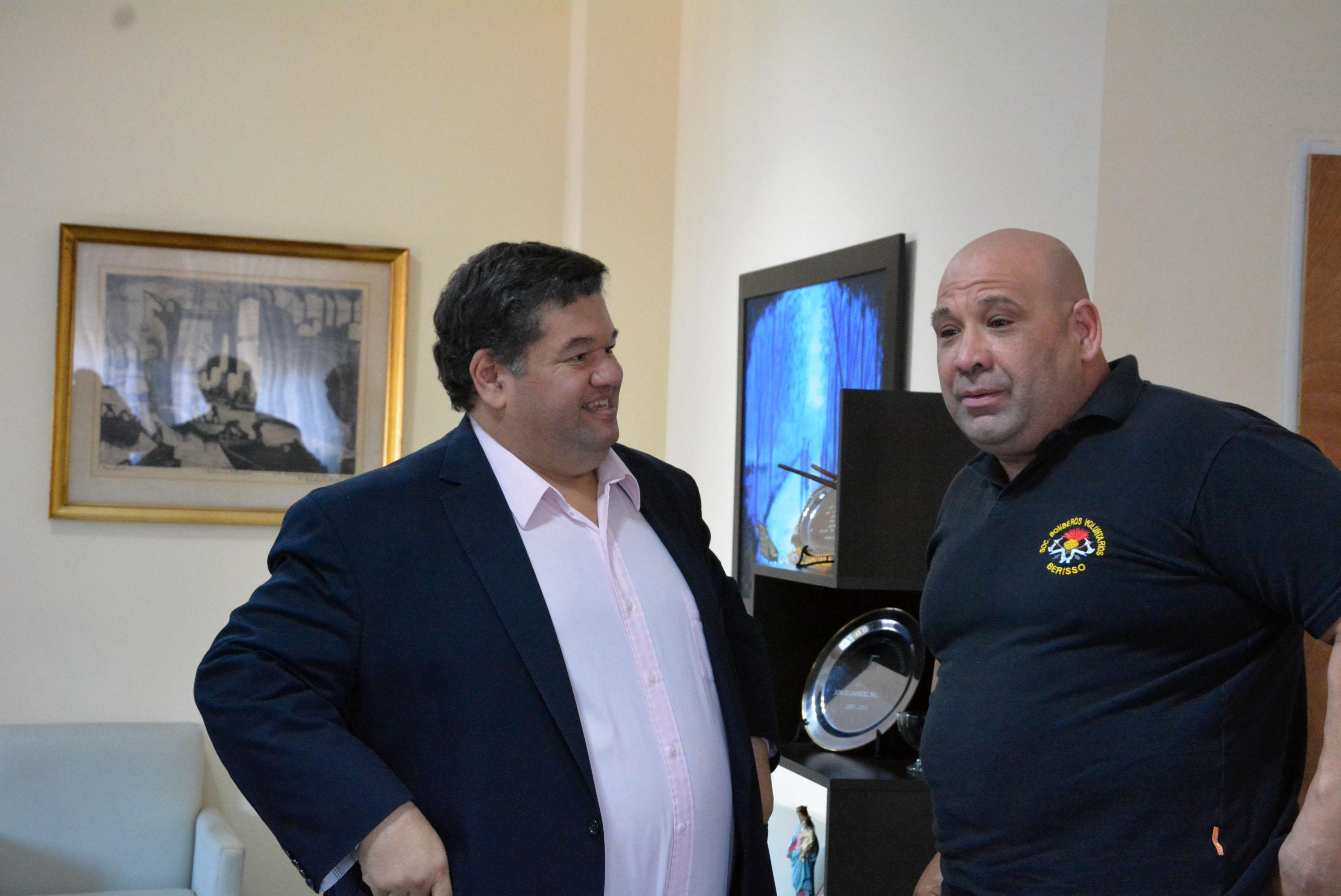 El intendente Jorge Nedela recibió este miércoles al electo presidente de la Sociedad de Bomberos Voluntarios de Berisso Roberto Scafati.
